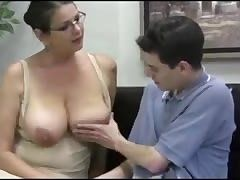 momsxxxvideos.com